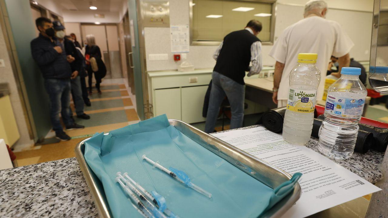 Manifestación hostelería n Viveiro.Vacunación contra el covid-19 en el Hospital Público da Mariña