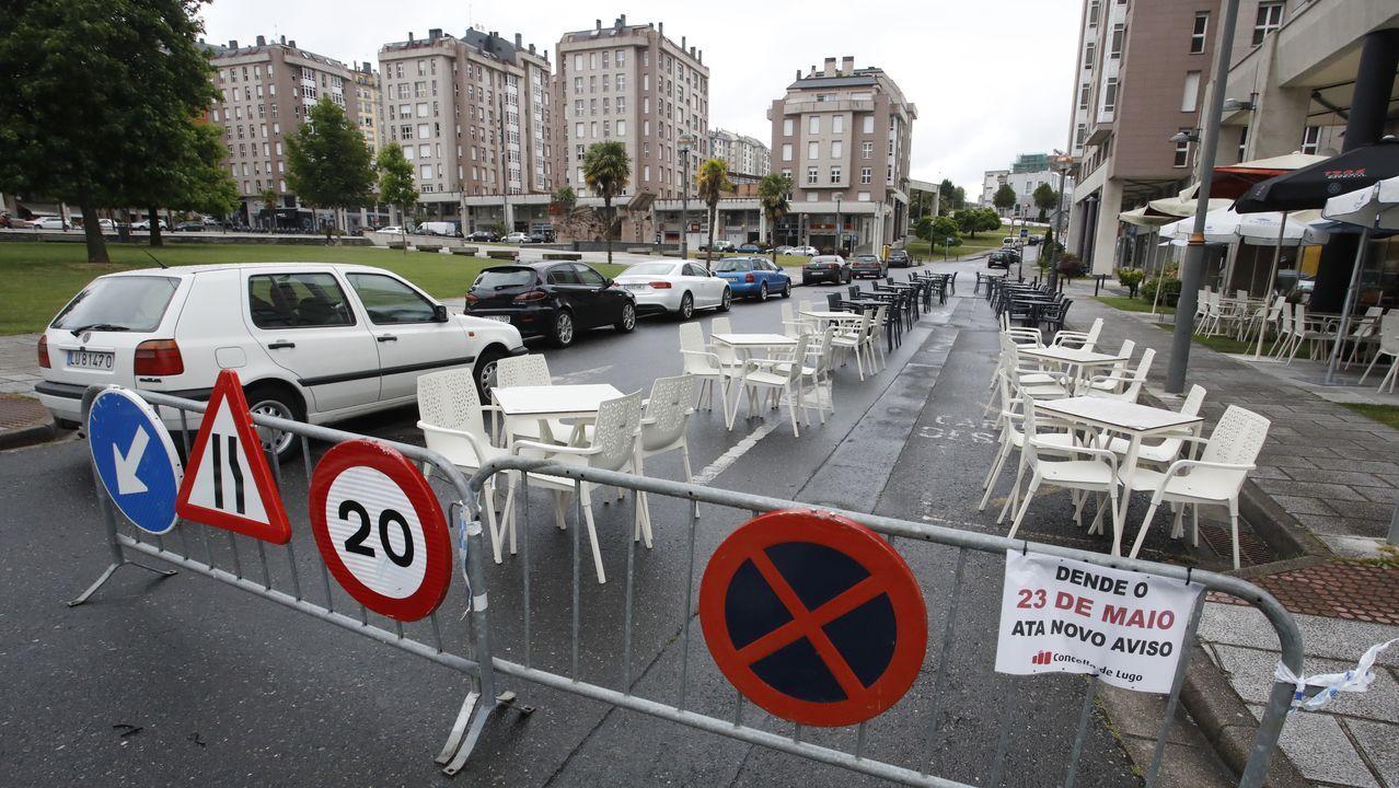 Lugo saca las terrazas al asfalto.Ana López Abelleira, Olga López Racamonde y Lara Álvarez