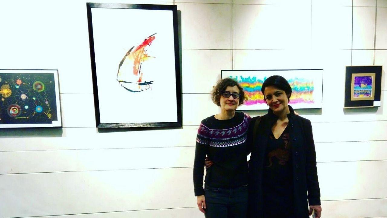 Eva Fernández junto a Arantxa Villalba en la exposición