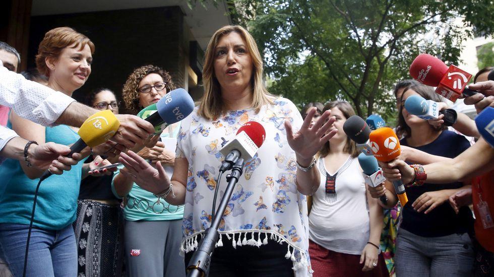 El presidente de la Junta de Comunidades de Castilla-La Mancha, Emiliano García-Page (i), y portavoz del PSOE en el Congreso, Antonio Hernando.