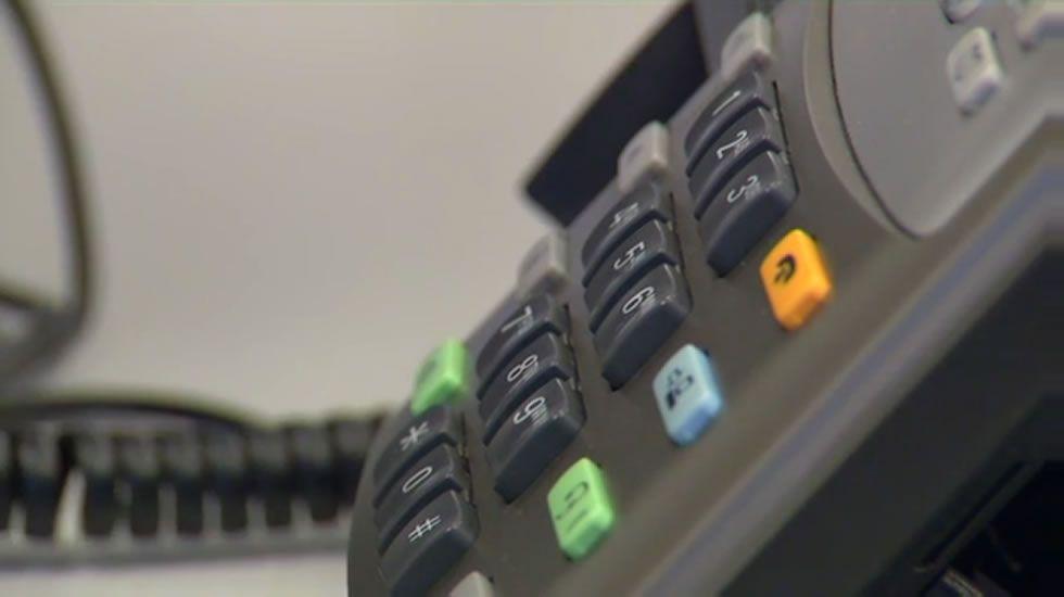 Contactar con un centro de salud: dos llamadas de pago y al menos 60 segundos