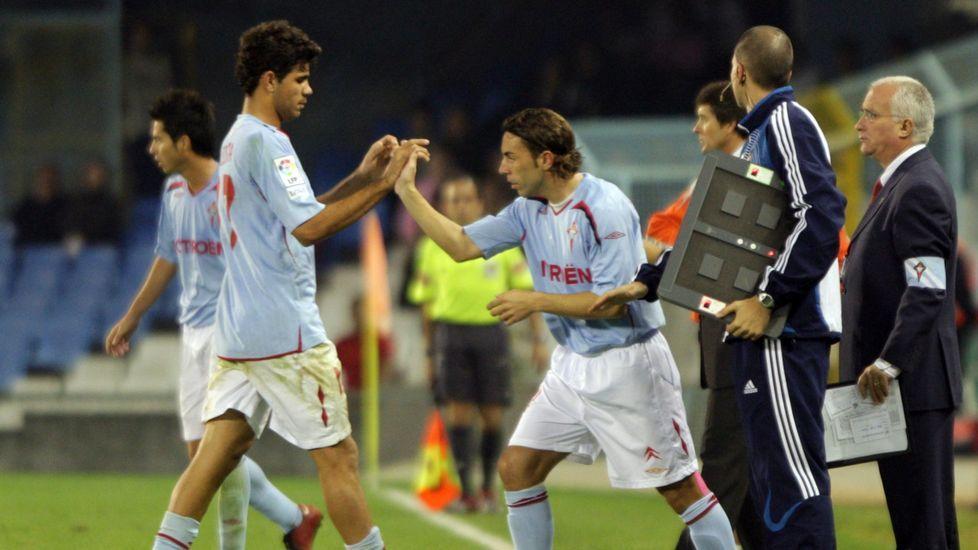 Relevando a Diego Costa en un partido de la temporada 2007/2008, la última que jugó en Vigo