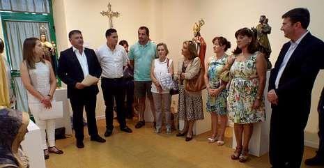 El alcalde de Silleda, Manuel Cuíña, clausuró el domingo la exposición de la Casa da Cultura.