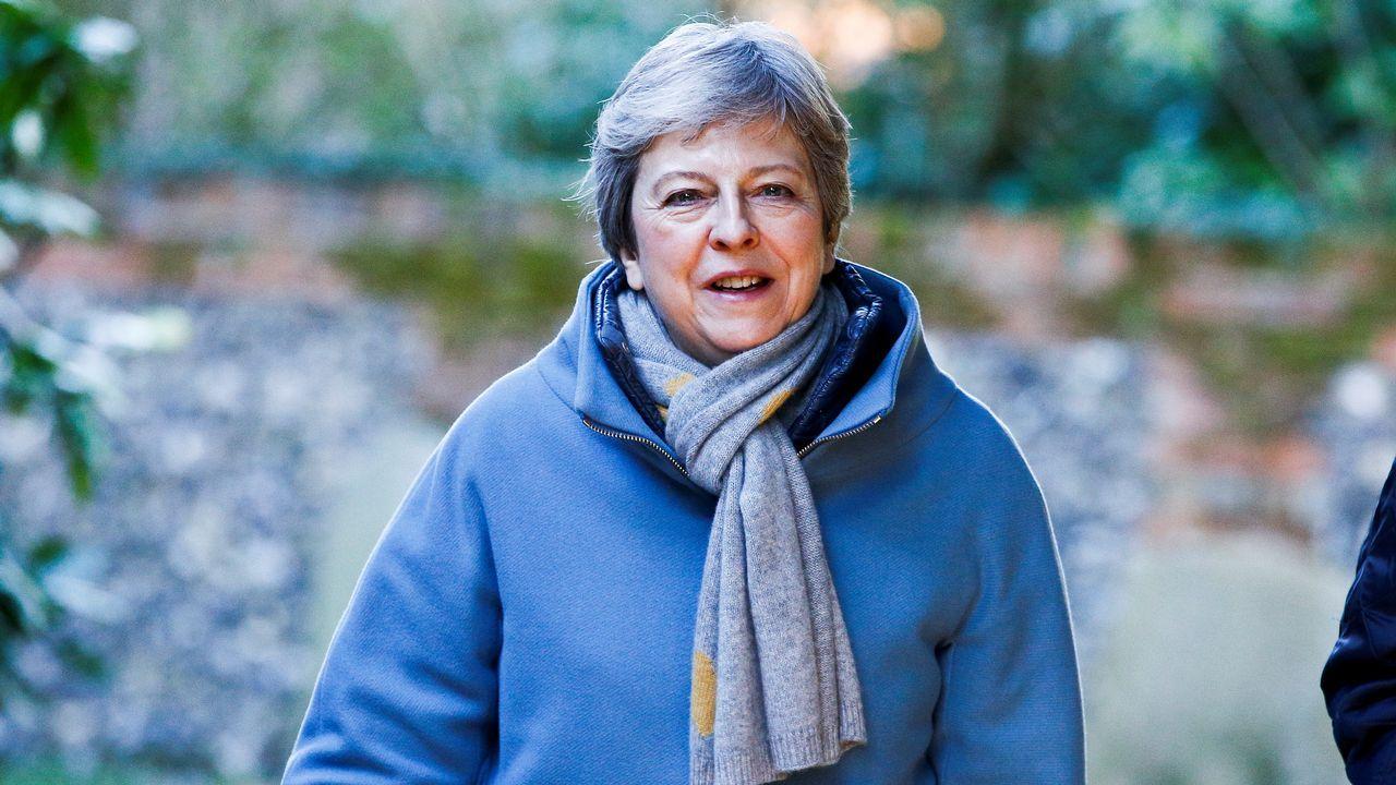 Más de 200 muertos en Sri Lanka en una cadena de ocho ataques terroristas.Juncker saluda a Theresa May a su llegada al primer día del Consejo Europeo en Bruselas