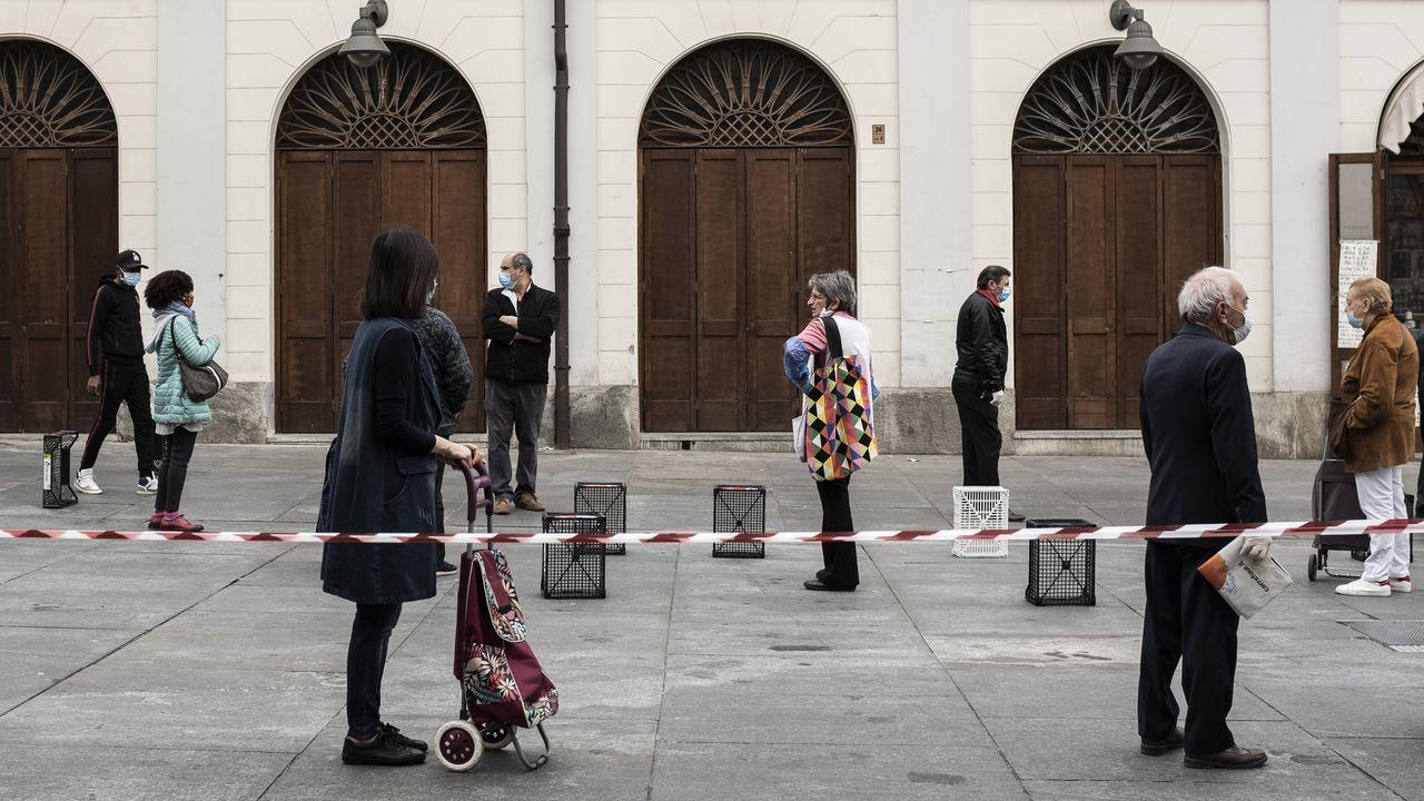 En Italia han reabierto los mercados de comida, como el de Porta Palazzo, en Turín