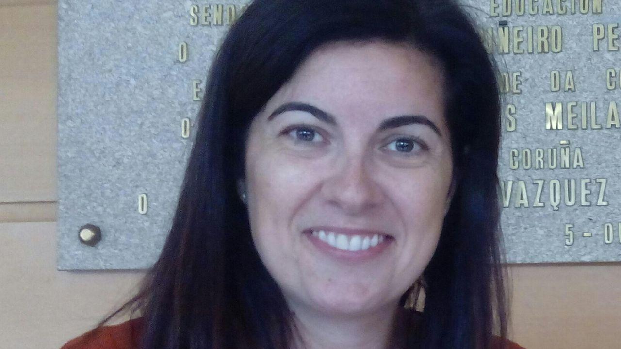 La mascarilla se instala en las calles de A Coruña.Carmen Costa Sánchez, profesora de la facultad de Ciencias da Comunicación de la UDC
