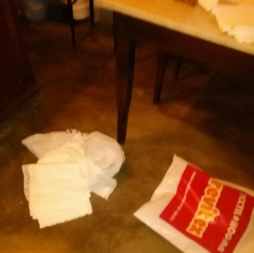 Iglesia de Labrada.Los ladrones de la iglesia de Momán arrojaron varios objetos al suelo.