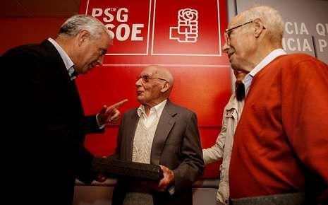 Vázquez, en el homenaje a dos socialistas de A Estrada.