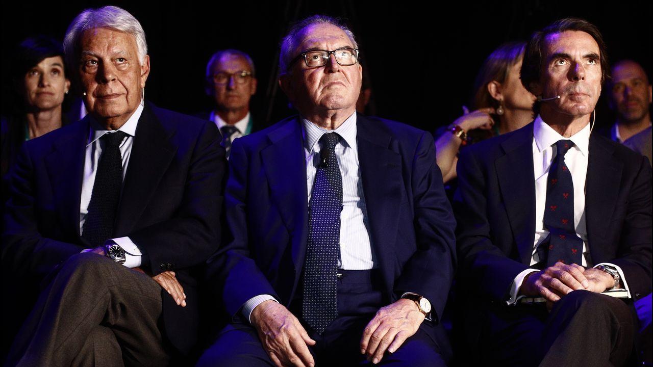 El expresidente de Gobierno, Felipe González; el presidente de DigitalES, Eduardo Serra Rexach; y el expresidente José María Aznar, hoy durante la segunda jornada del  DigitalES Summit 2019 en Madrid