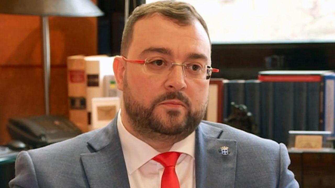 Espinosa de los Monteros reconoce la financiación de Vox en 2014 por medio del exilio persa.El presidente del Principado, Adrián barbón, durante la entrevista a RTPA
