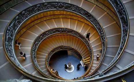 ROUCO.Bramante trasladó a la escalera del Vaticano -hoy es la salida de los museos- el valor del infinito que debe ofrecer la Iglesia.