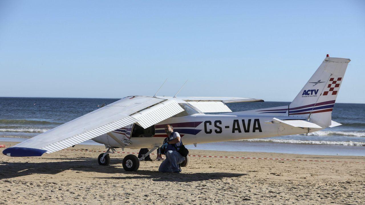 Dos bañistas mueren al estrellarse una avioneta en una playa en Portugal.Victoria de Rojas