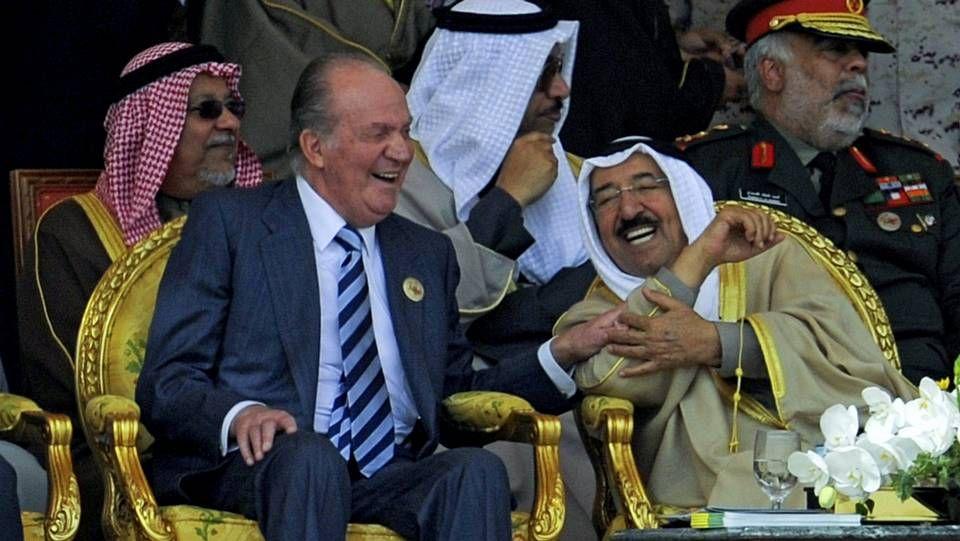 Desfile militar en Kuwait. Año 2011. El rey Juan Carlos, con el emir del país árabe, Sabah Al Sabah.