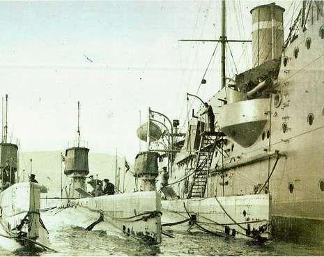 El buque alemán Stephan haciendo su entrada en el puerto de Vigo.