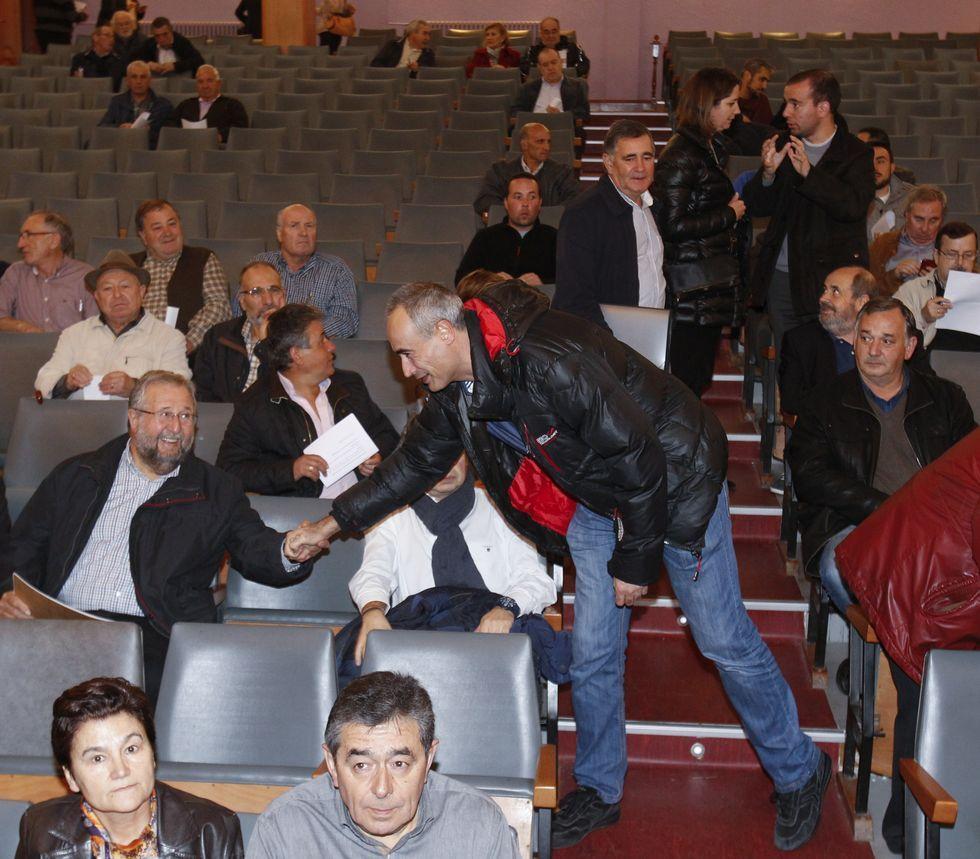 Destacados socialistas acudieron a la asamblea de ayer.