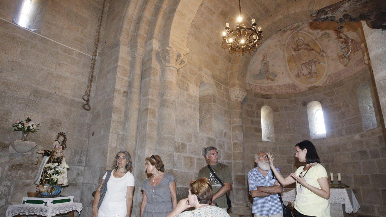 Una visita guiada a la iglesia románica de San Miguel de Eiré, en Pantón, que también está incluida en las rutas programas para este verano