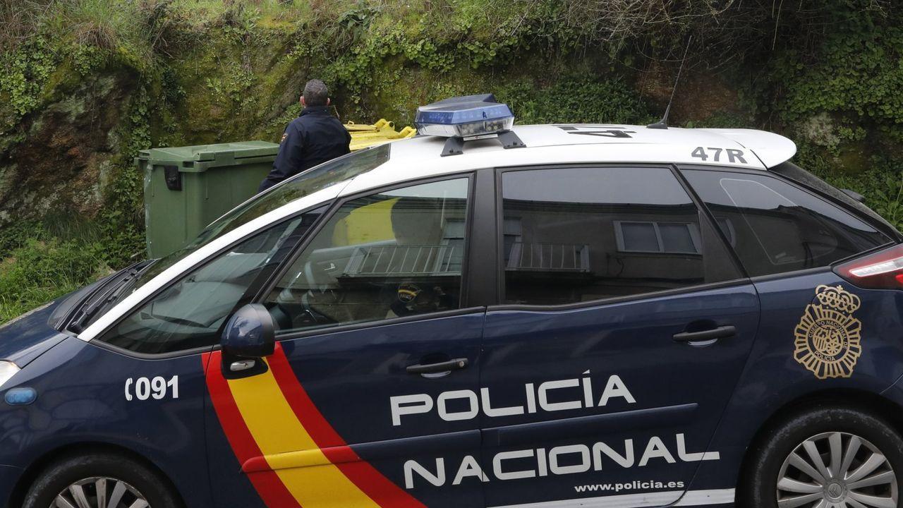 Asturias vive su primer día de confinamiento.El narcosubmarino apresado en Punta Couso permanece custodiado en la Zona Franca de Vigo