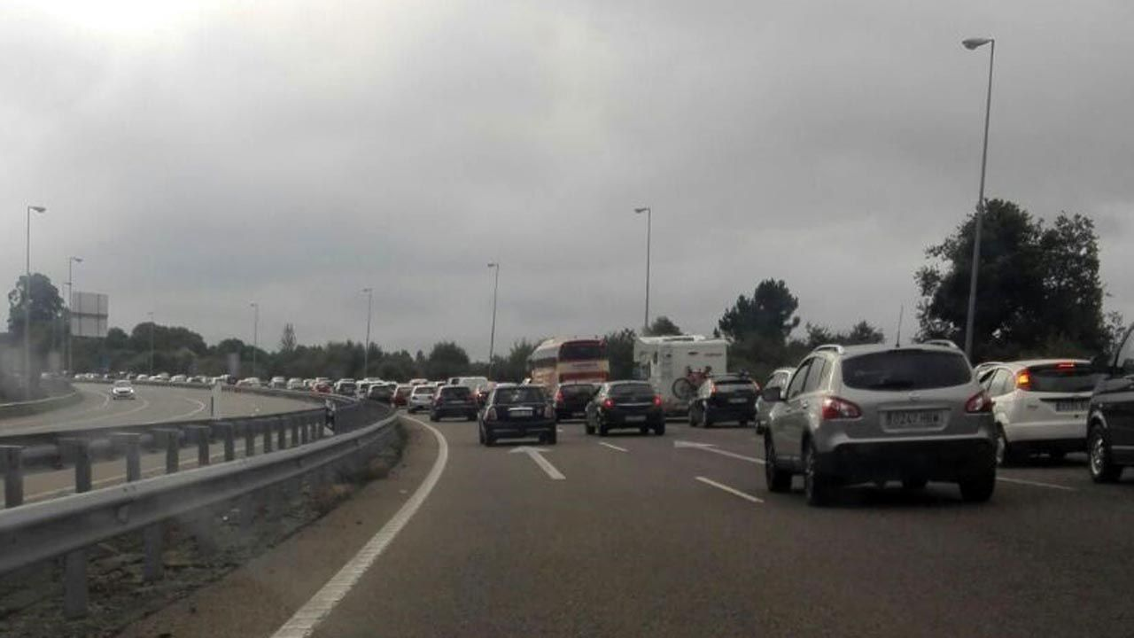 autopista, fuga, huida, autopistas, Asturias, kamikaze, kamikazes.Retenciones en la autopista «Y»