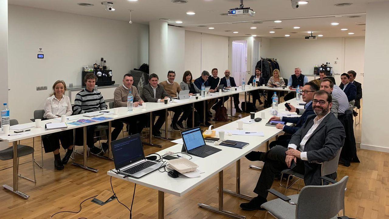 Fernando Morán, su trayectoria en imágenes.Eduardo Míguez, tercero por la izquierda, en la reunión de Aecoc celebrada en Barcelona en la que fue elegido presidente del Comité de Productos del Mar