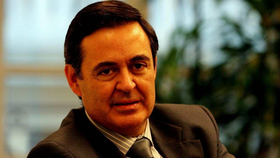Arturo Dopico, consejero delegado de R, charla con Luis Díaz, de Gas Natural Fenosa.