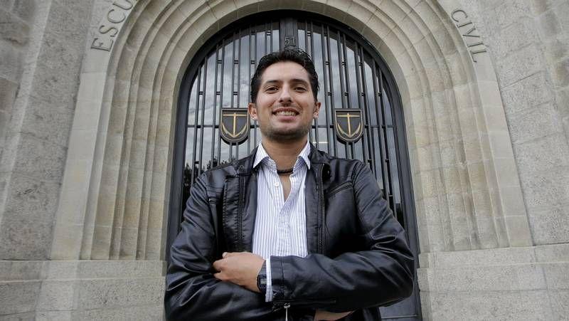 Pablo Miramontes, en la Praza de Galicia, a unos metros de la lencería de sus padres.