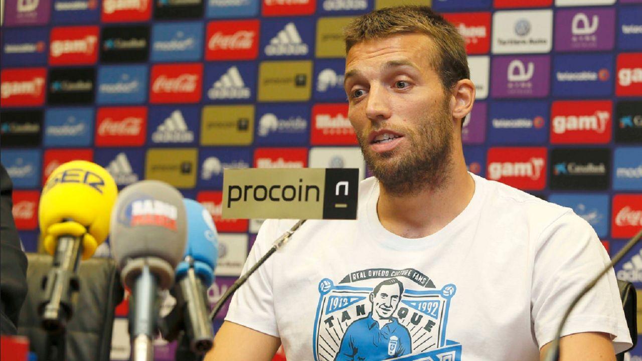 Michu Real Oviedo presentacion.Michu, durante su presentación con el Real Oviedo