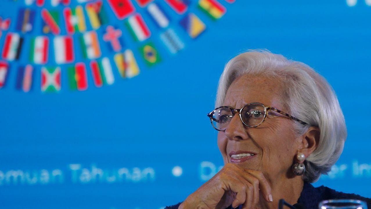 Banqueros en el banquillo.El equipo de Lagarde ha rebajado dos décimas, al 2'5%, la previsión de crecimiento del 2018