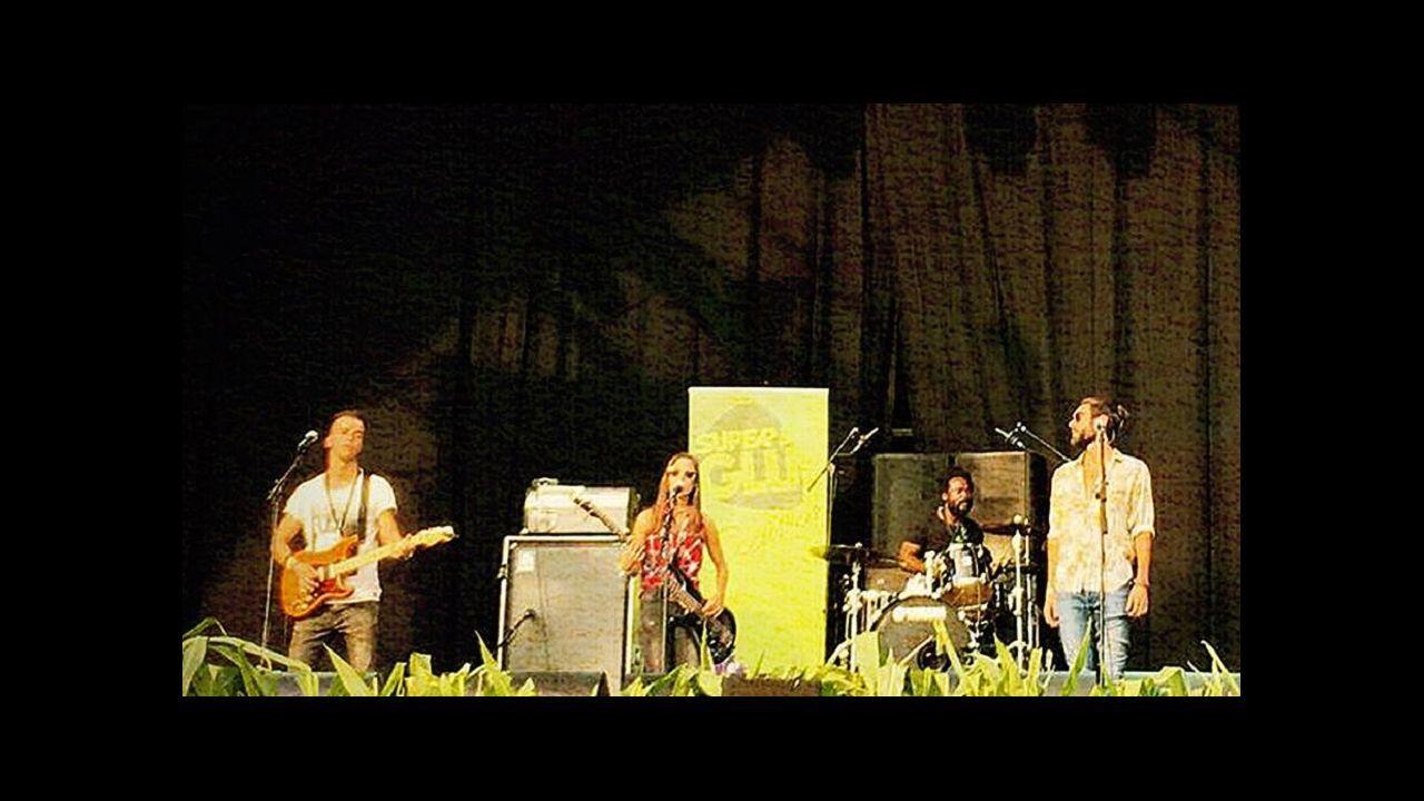 Eddie Vedder durante concierto de su banda Pearl Jam en el festival NOS Alive, en Portugal