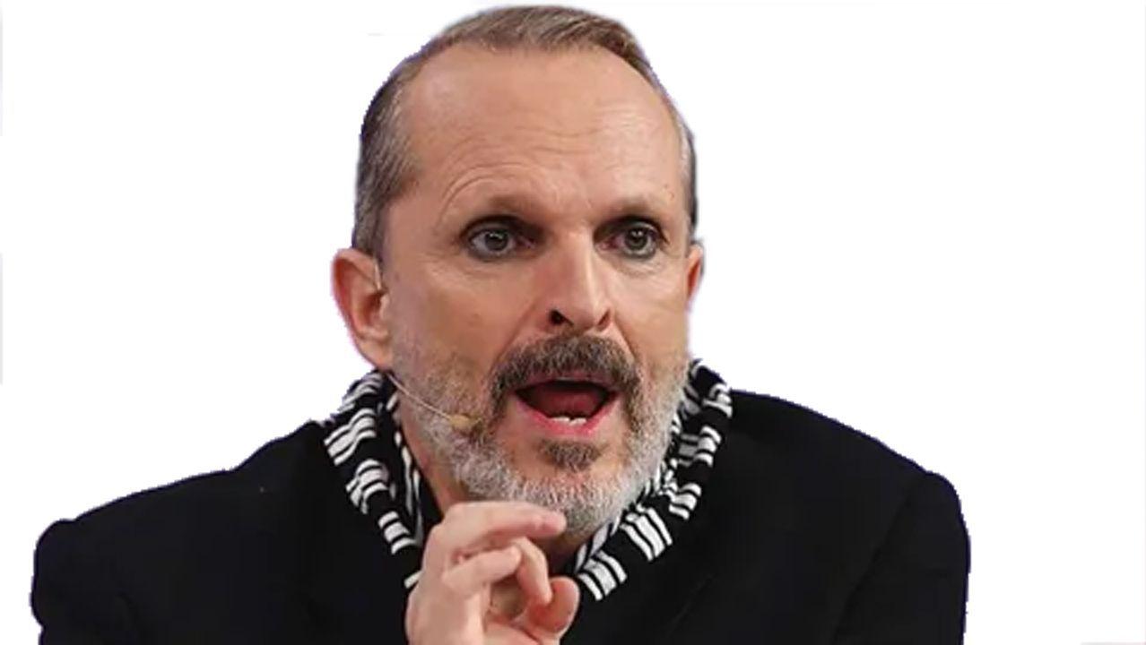 Bosé acusa al Gobierno. El cantante culpa a Sánchez de colaborar con Bill Gates para insertar chips en humanos a través de la vacuna del coronavirus.