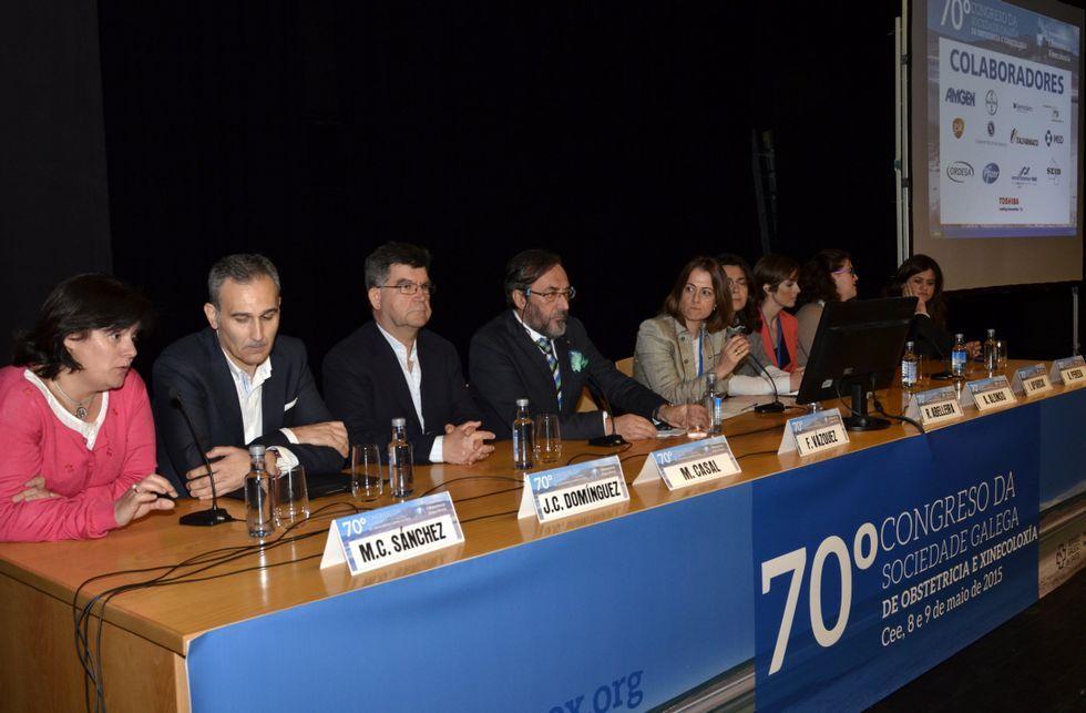 Tras la ponencia principal, sobre los miomas, hubo una mesa redonda.