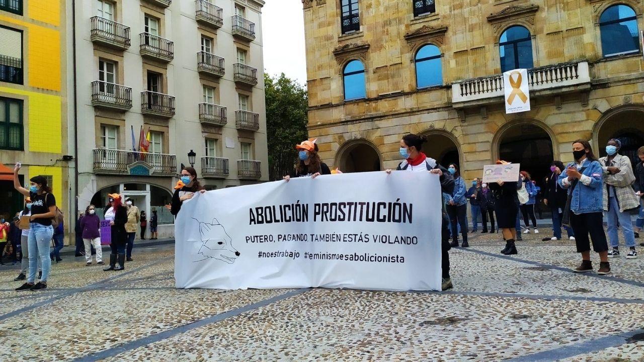 Marcha del Ogullo en A Coruña.Concentración de Rapiegas por la abolición de la prostitución