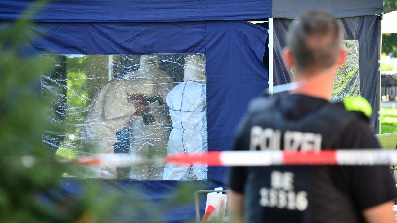 Los forenses examinaron el 23 de agosto el lugar donde fue asesinado a tiros Zelimjan Jangoshvili, de 40 años