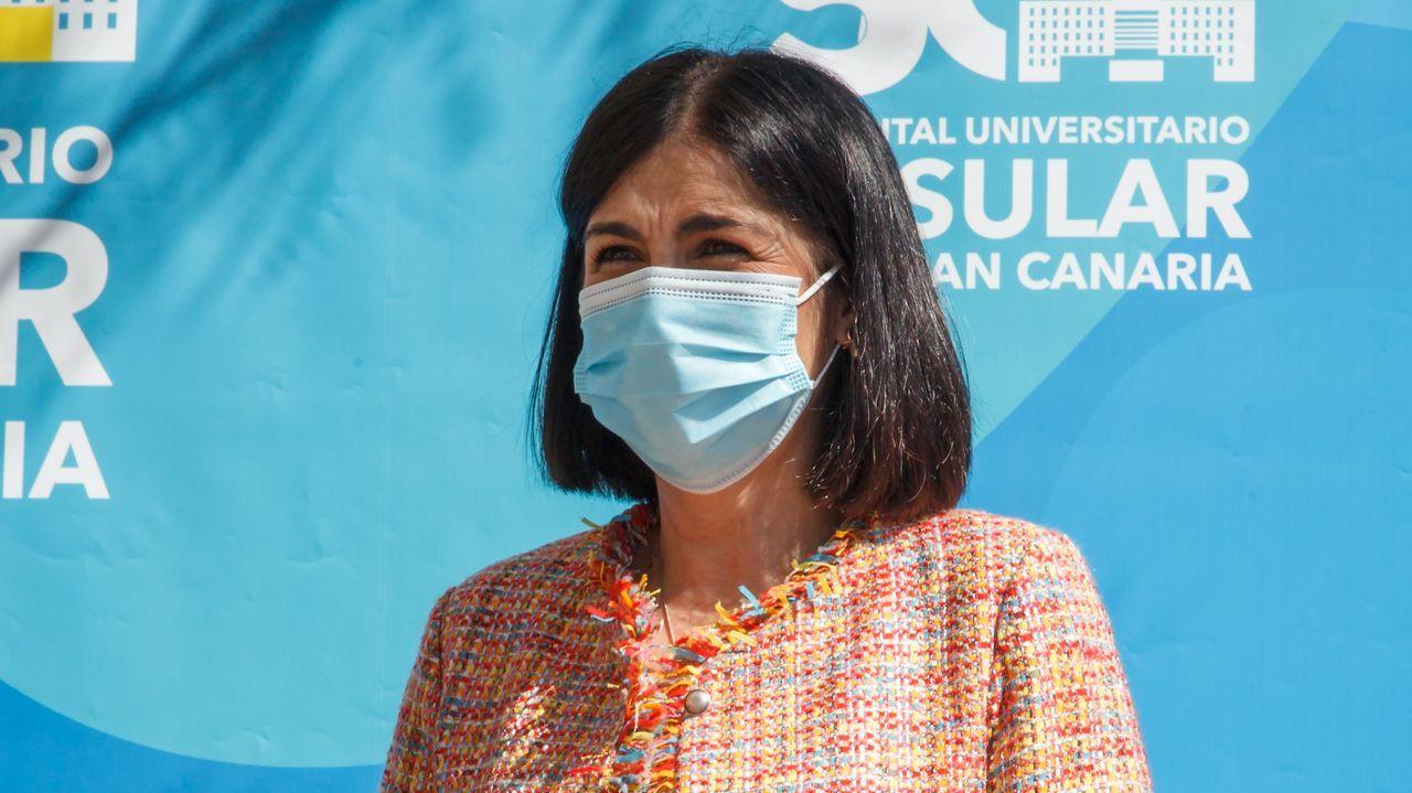 Darias, durante su visita este sábado al Hospital Universitario Insular de Las Palmas de Gran Canaria