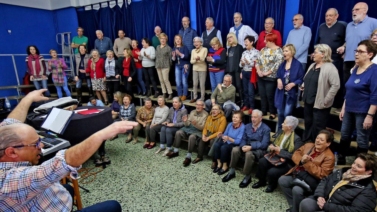 El coro de Vigo que combate el alzhéimer.María Alcántara, ahora interpretada por Carmen Climent, vota por primera vez