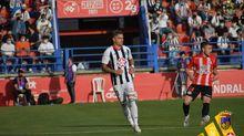 Tomás Sánchez, de blanquinegro, en el partido entre el Badajoz y el Zamora