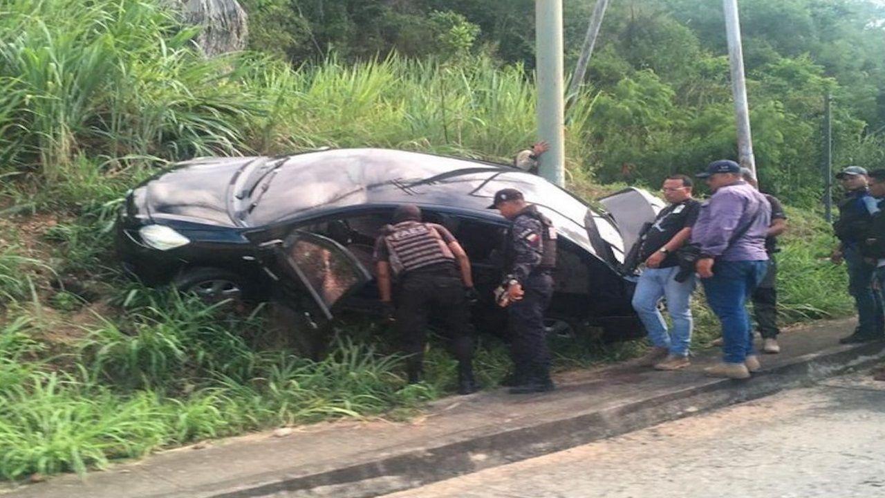 Imagen del coche en el que iban los delincuentes que mataron a Michel Fernández cuando trataron de huir