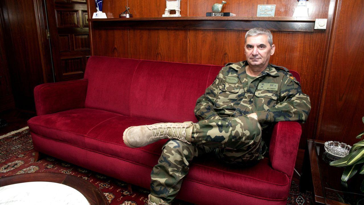 La ministra de defensa condecora a soldados de la Brilat