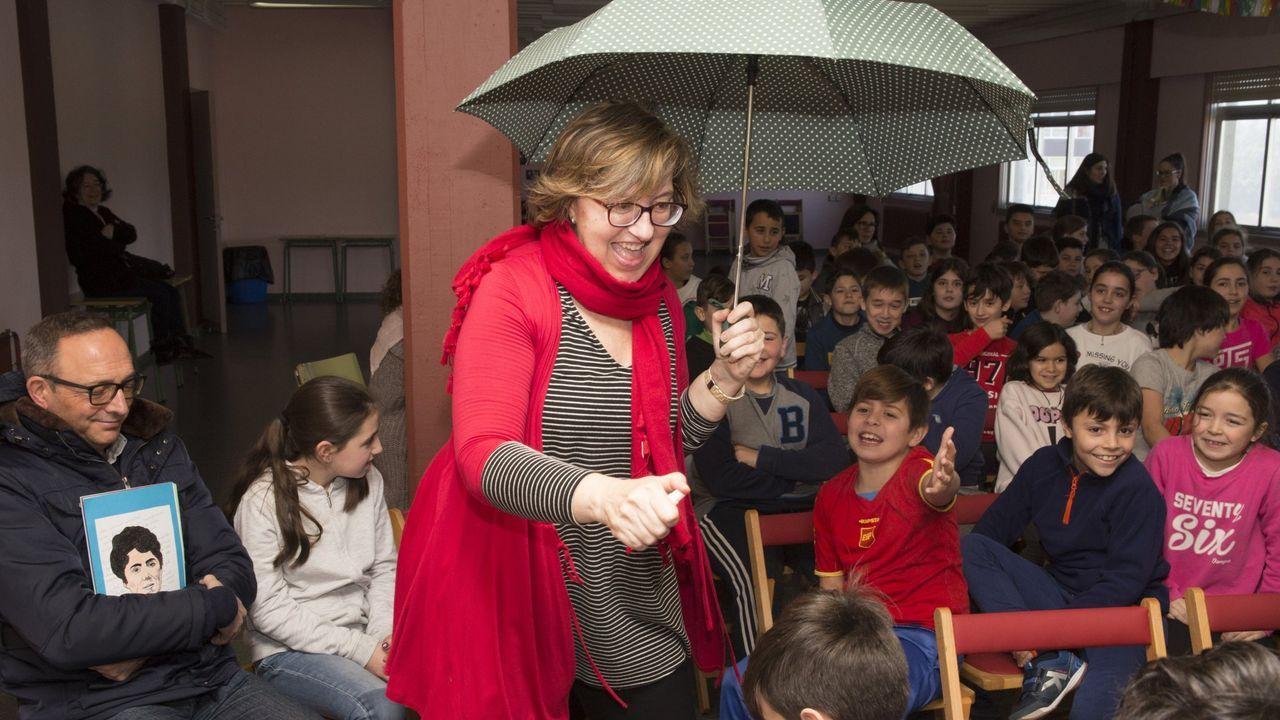 En el puesto Pan de Fruta, los grelos de Mondoñedo se pueden comprar a 2,40 euros la mada, en la que entra algo más de un kilo