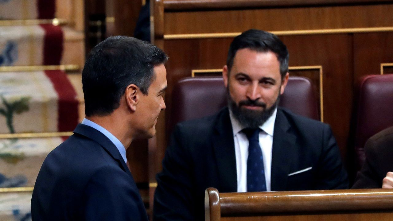 Pedro Sánchez saluda a Santiago Abascal