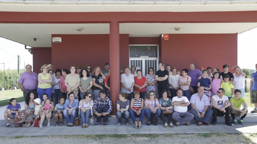 Protesta, hace unos días, de las familias por el cierre de la unitaria de Santa María de Vigo, en Cambre.
