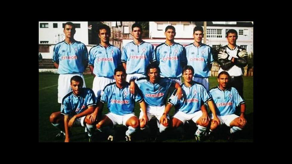Roberto Fernández, primero a la derecha de pie, en su etapa como futbolista del filial del Real Club Celta