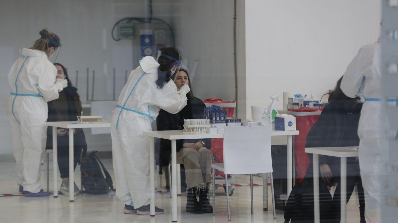 Los universitarios coruñeses se someten al cribado para su regreso a las aulas.Ana Pontón, esta mañana en Santiago
