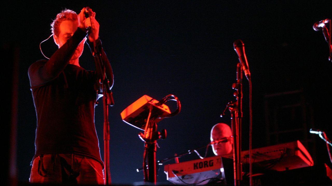 Massive Attack en su actuación en en Santiago dentro de los conciertos del Xacobeo 2004