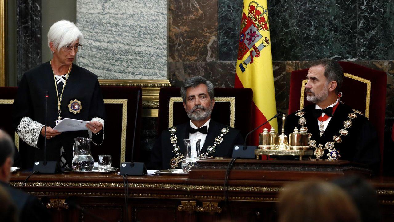 La fiscala general del Estado, María José Segarra, interviene durante la apertura del año judicial ante el presidente del CGPJ, Carlos Lesmes, y Felipe VI
