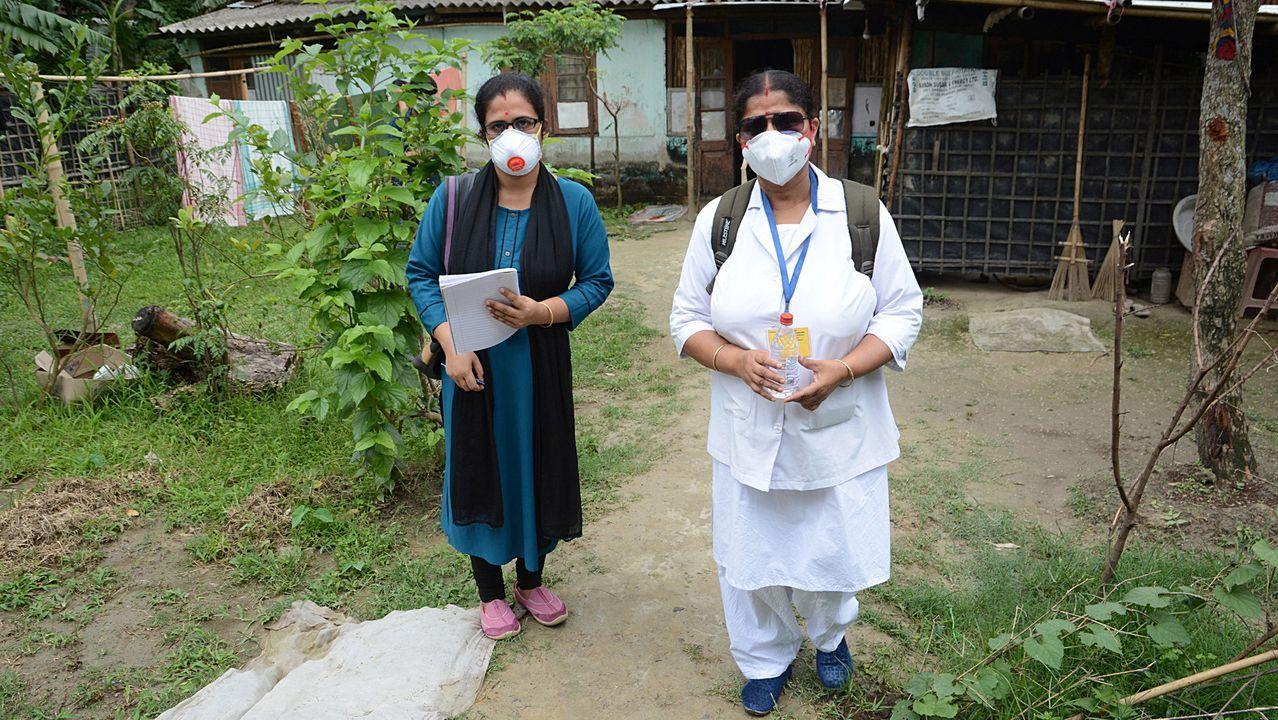 En Guwahati, La India, dos sanitarias se retiran tras realizar una visita a un domicilio