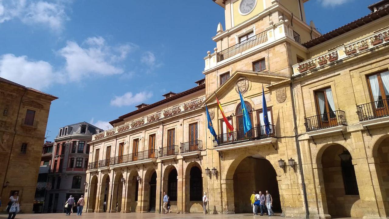 La princesa y su hermana participan con los reyes en las audiencias en Oviedo.Ayuntamiento de Oviedo