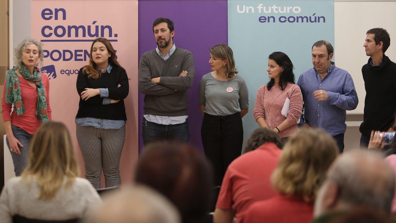 El PSOE inicia su campaña en el corazón de Oviedo.Sofía Castañón, junto a Pablo Iglesias, en un acto de campaña en Madrid