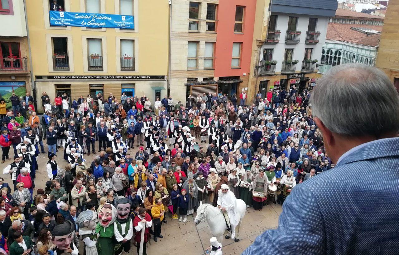 El alcalde de Oviedo , Wenceslao López, da el visto bueno a la celebración del Martes de Campo