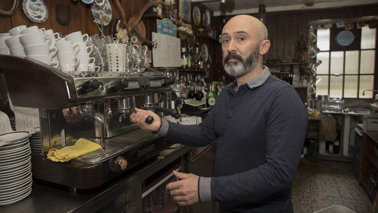 José Medín enfermó el día que abrió su bar en Cee