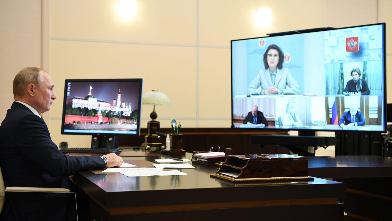 La pandemia en el mundo, en imágenes.Vladimir Putin, durante su reunión telemática con la Comisión Electoral